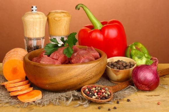 كيف تطهين اللحم مع المطيّبات؟