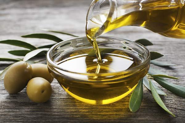 تعرّفي إلى أهمّ فوائد زيت الزيتون