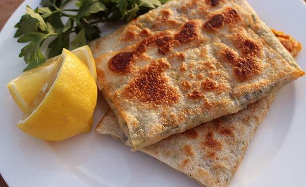 طريقة عمل المطبق اليمني بالبيض وصفة خفيفة للفطور أو العشاء