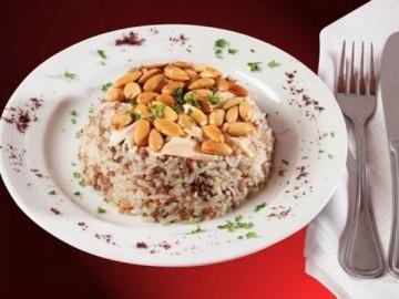 قدّمي الأرز الشرقي مع المكسّرات