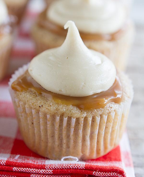 طريقة عمل كب كيك التفاح بالكراميل الشهي  Caramel-Apple-Cupcakes-Taste-and-Tell-2
