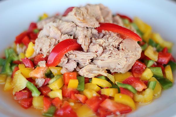 تحضير سلطة التونة مع الفلفل الملون Tuna-Salad
