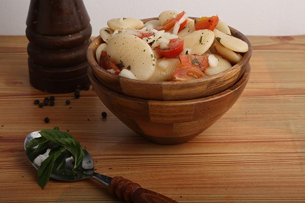 طريقة عمل سلطة الفاصوليا البيضاء بالريحان  Beans-salad
