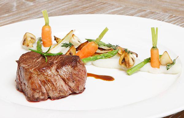 المقادير لحم البقر: نصف كيلو (مقطّع إلى شرائح) فلفل