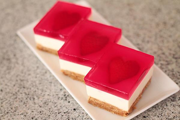 طريقة عمل بسكويت بالجيلي واللبن الزبادي Cheese-cake-jello