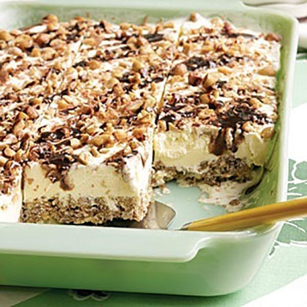 الحلويات مربعات الشوكولاتة السهلة