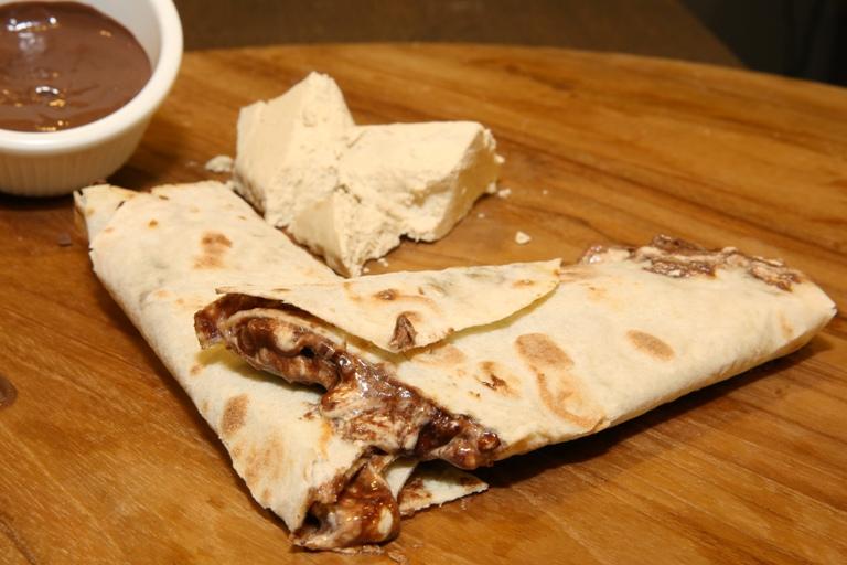 وصفة عمل التورتيا بالحلاوة الطحينية وشوكولاتة النوتيلا Choco_halaweh