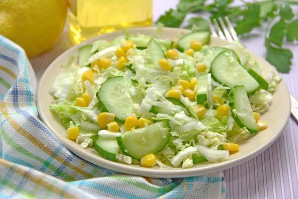 و من أفضل الأطباق الباردة السلطات لاحتوائها على الخضراوات التي
