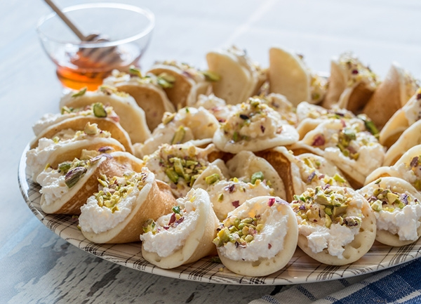 الحلويات قطايف عصافيري بالقشطة والجبنة