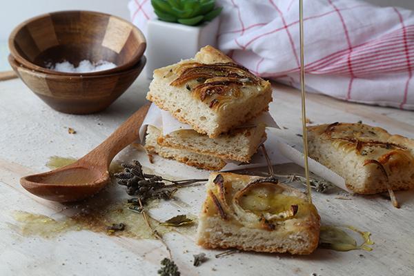 طريقة عمل خبز الفوكاشيا بالبصل Foshakia-bread-