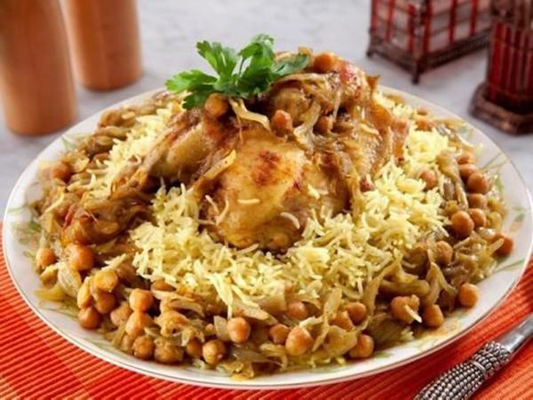 كبسة الدجاج مع الحمص من مطبخ منال العالم