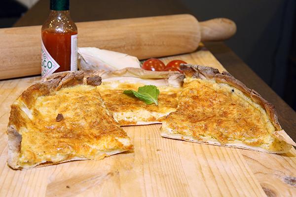 طريقة عمل منقوشة البيض بالجبنة  Manaqeesh-eggs-and-cheese