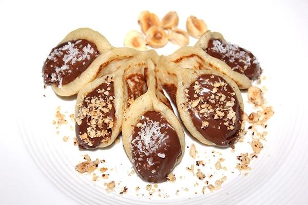 الحلويات قطايف بالنوتيلا اللذيذة