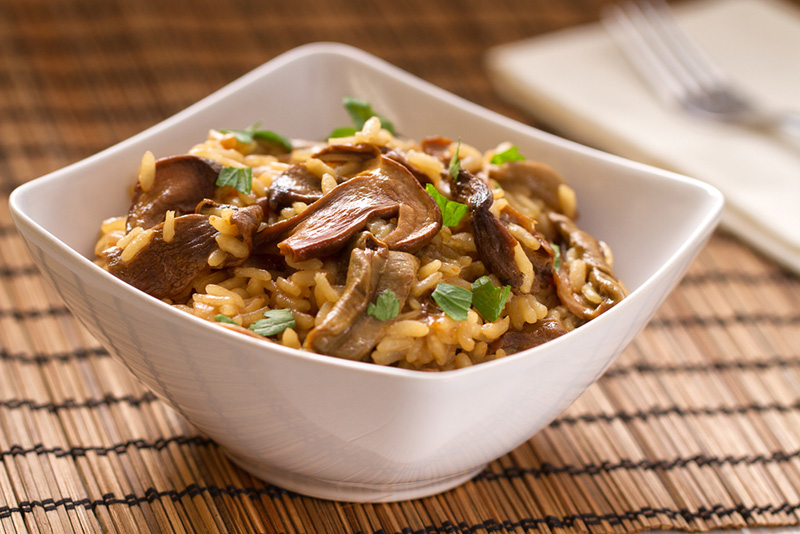 وجبتي المفضله في العزومات ريزوتو الأرز البني مع الفطر والزعتر باسهل طريقه