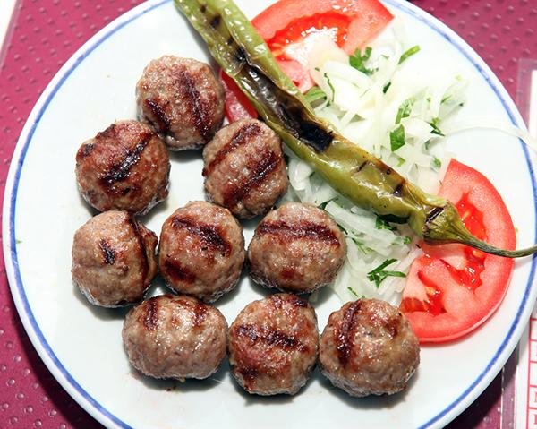 طريقة تحضير كرات اللحمة علي الطريقة التركية  Turkish-meat-balls-