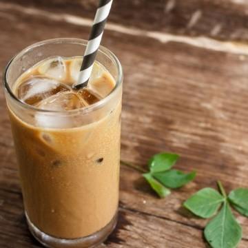 طريقة عمل قهوة مثلجة بالحليب مشروبات وعصائر