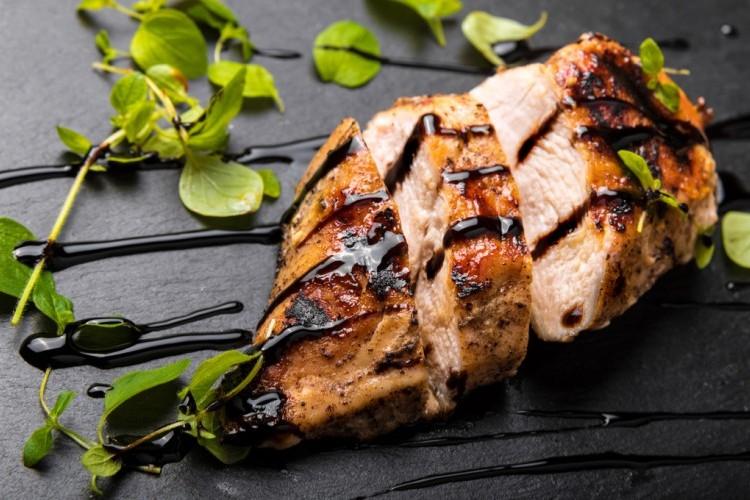 دجاج مشوي بالزعتر ودبس الرمان