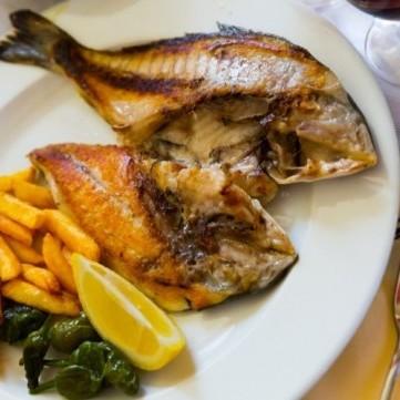 حيل مدهشة لقلي السمك بدون الروائح المزعجة