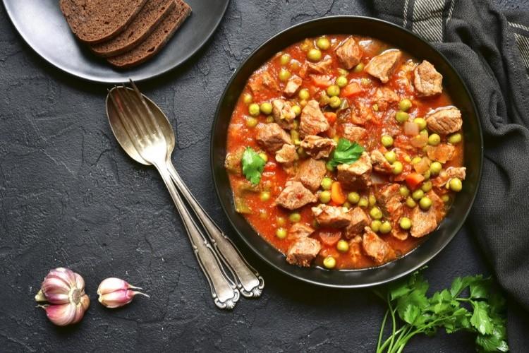 إيدام البازيلا باللحم والطماطم