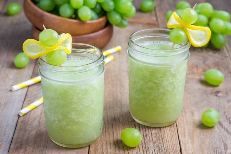 سموذي العنب بالليمون
