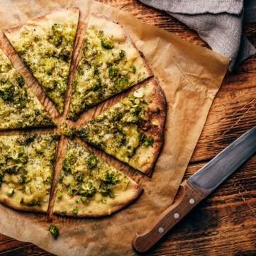 بيتزا البروكلي سهلة وصحية