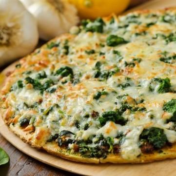 بيتزا السبانخ والجبن