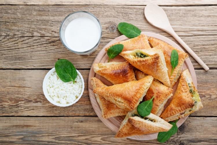 فطائر الجبن بالبف بيستري لفطور شهي