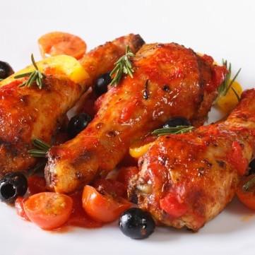 دجاج بالفرن بالطماطم والزيتون