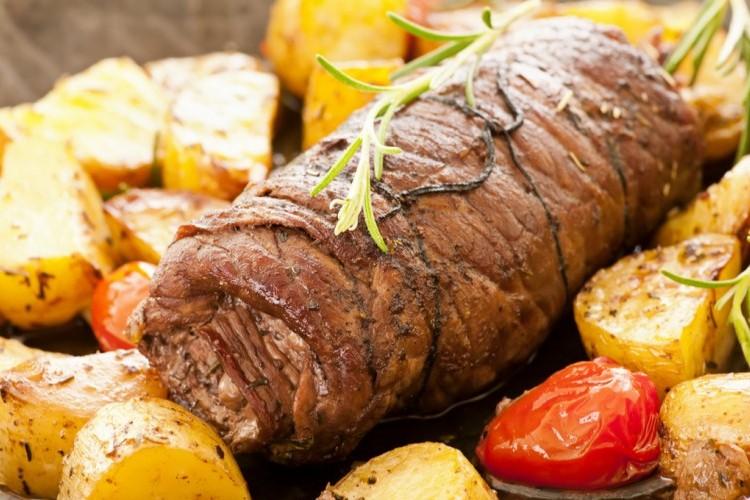 روستو لحم محمر بالبطاطس والطماطم