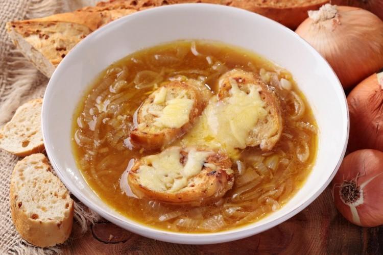 شوربة البصل الحار بالجبن