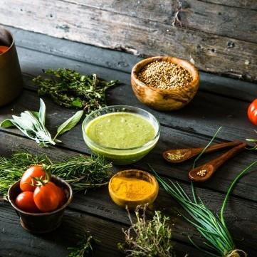لمواجهة كورونا المستجد.. أعشاب وأطعمة تقوي من جهاز المناعة