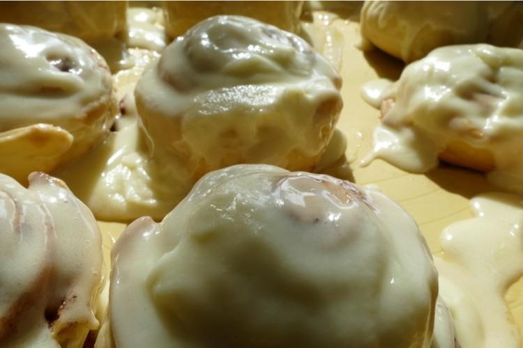 طريقة عمل صوص السينابون بالجبنة الكيري