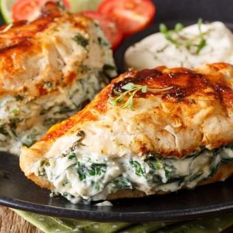 رولات دجاج بالسبانخ والصلصة البيضاء