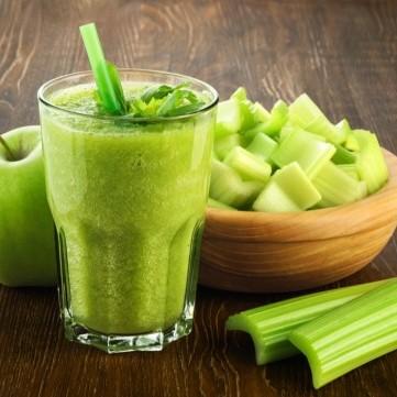 عصير التفاح الأخضر والكرفس