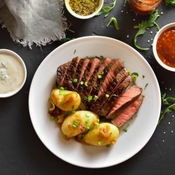 طريقة عمل شرائح اللحم بالزعتر والبطاطس