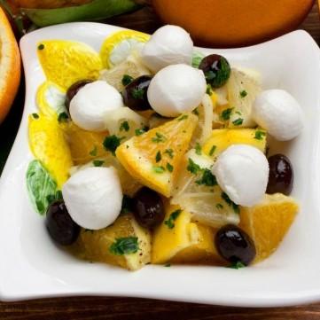 سلطة جبن الموزريلا مع البرتقال