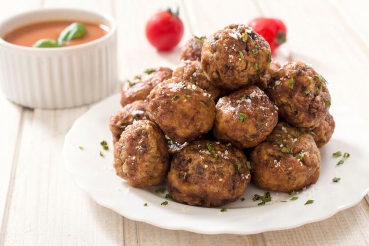 كرات اللحم المشوية مع جبن البارميزان