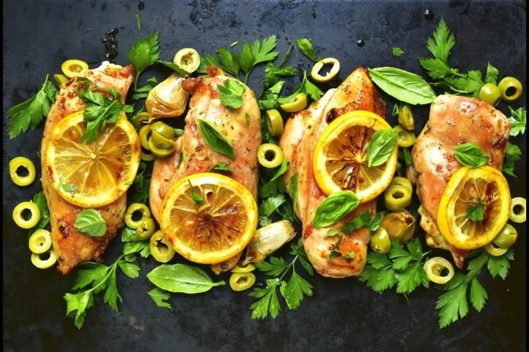 دجاج مشوي بالزيتون والليمون