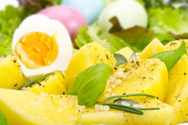 بيض مسلوق بزيت الزيتون لفطور صحي