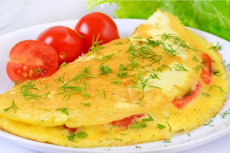 بيض مقلي بالخضار للفطور