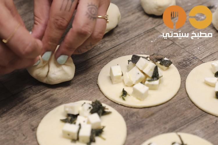 طريقة عمل فطائر الجبن بالزعتر الأخضر , فطائر الجبن بالزعتر الأخضر 2021 309373bbbed911386360