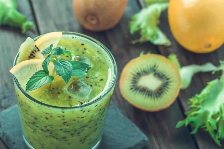 عصير كيوي بالليمون والنعناع