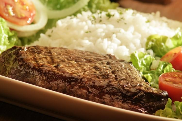 ستيك لحم مع الأرز