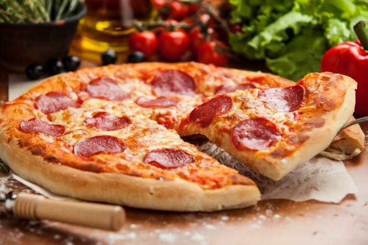 بيتزا ببروني