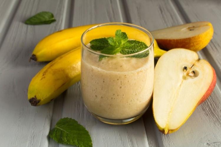 طريقة عمل سموذي الموز بالإجاص ...صحي وسريع - مشروبات وعصائر -