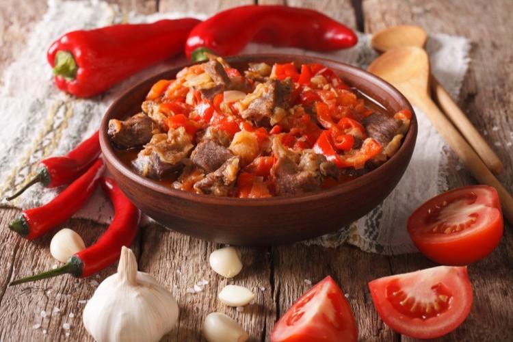ايدام اللحم الحار بالطماطم