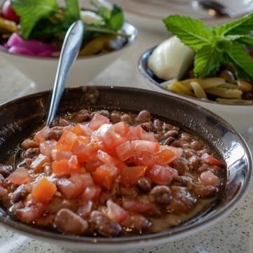 الفول بدبس الرمان لفطور شهي
