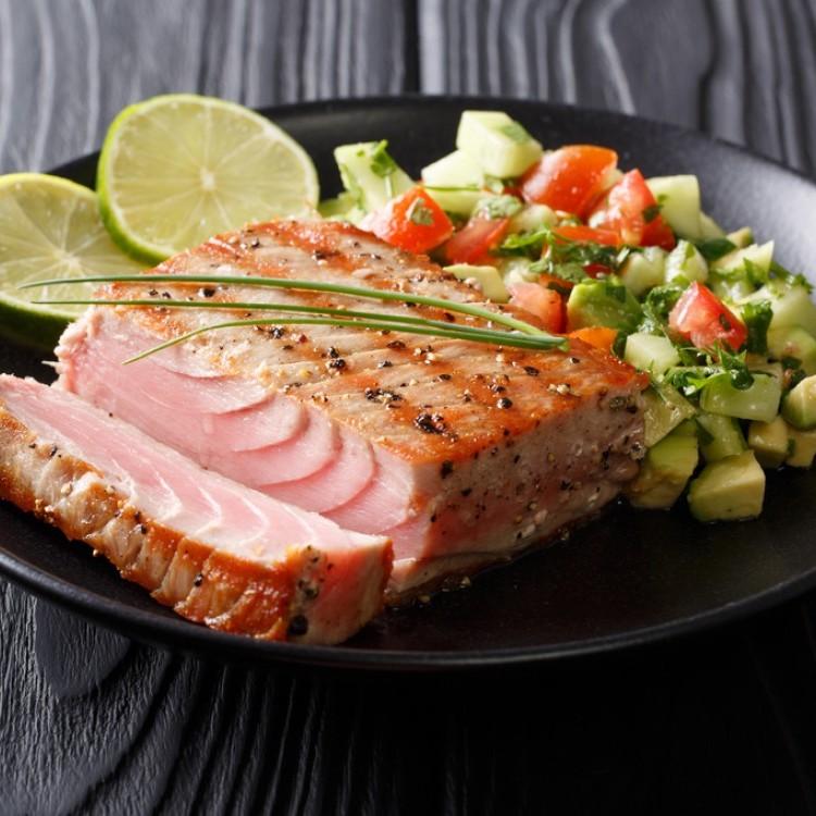 سمك التونة في الفرن للرجيم