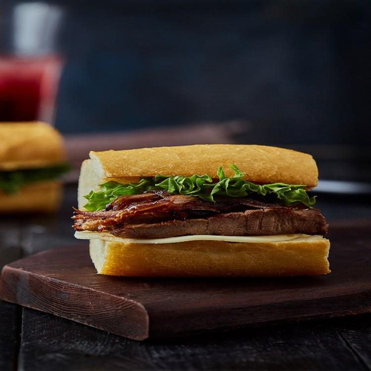 ساندويش فيليه لحم بالبصل