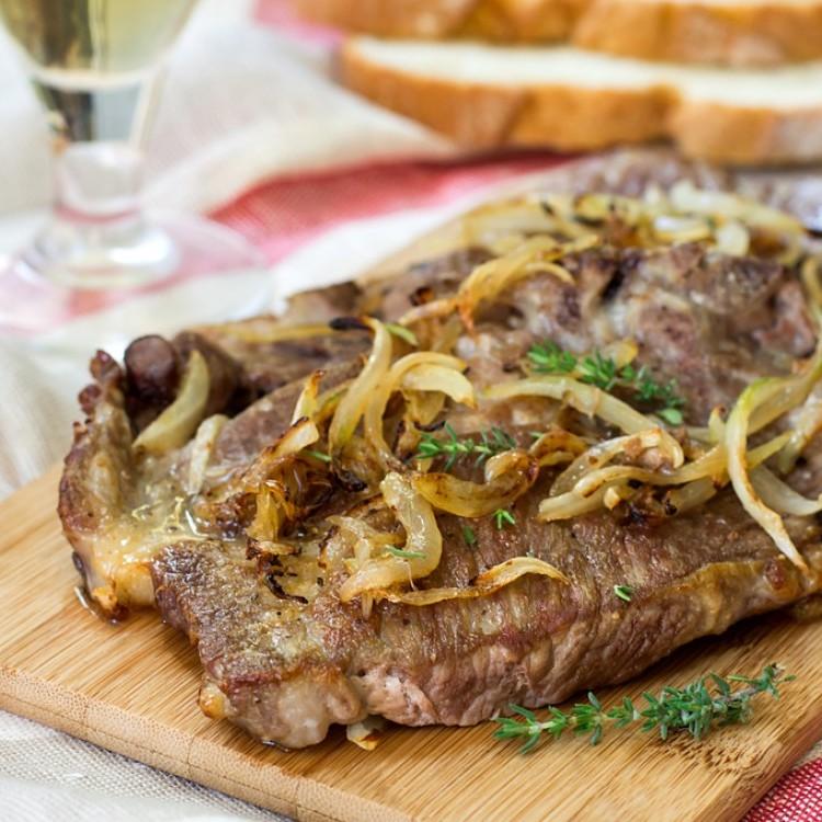 ستيك لحم بالبصل المكرمل